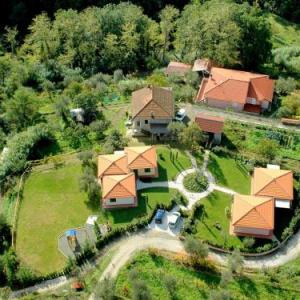 Book Now Montebello Mono C (Bolano, Italy). Rooms Available for all budgets. A small and charming residence nestled in the hills surrounding La Spezia.This residence is made up of 5 holiday homes. created within 3 houses. Fully immersed in nature. amon