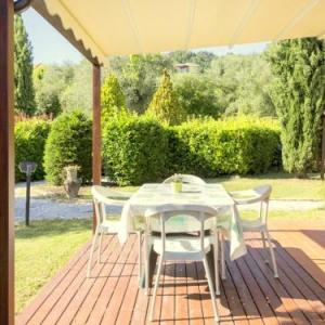Book Now Montebello Mono E (Bolano, Italy). Rooms Available for all budgets. A small and charming residence nestled in the hills surrounding La Spezia.This residence is made up of 5 holiday homes. created within 3 houses. Fully immersed in nature. amon