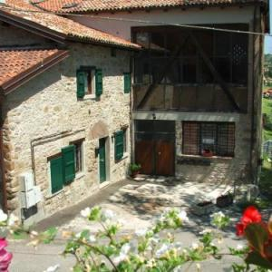 Book Now La Corte dei Celti (Loiano, Italy). Rooms Available for all budgets. La Corte dei Celti features rustic-style studios with a fully equipped kitchenette. Located 6 km from Loiano the property provides free private parking.Accommodation at the Co