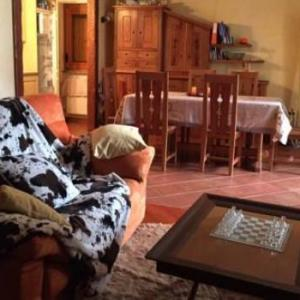 Book Now Apartment Rue Verney (Pre Saint Didier, Italy). Rooms Available for all budgets. Apartment Rue Verney offers pet-friendly accommodation in Pré-Saint-Didier 400 metres from Pré Saint Didier Thermal Spa.The kitchen is equipped with a dishwasher an