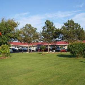 Hotels near Showplace Performance Centre - Blue Jay Motel