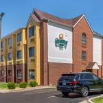 Super 8 by Wyndham Overland Park KC Area/Convention Center