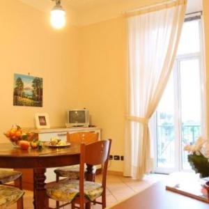 Book Now house betty (Albisola Superiore, Italy). Rooms Available for all budgets. Situated in Albisola Superiore this air-conditioned apartment features a balcony with sea views. The property is 35 km from Genoa and private parking is offered. Free WiFi is