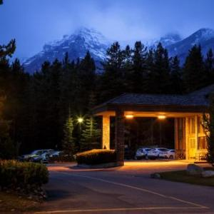 Lake Louise Ski Area Hotels - Mountaineer Lodge