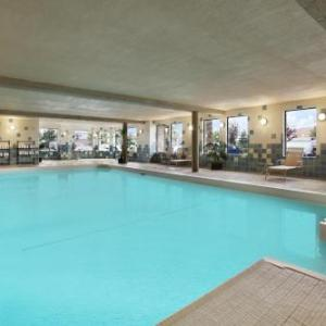 Days Inn & Suites By Wyndham West Edmonton