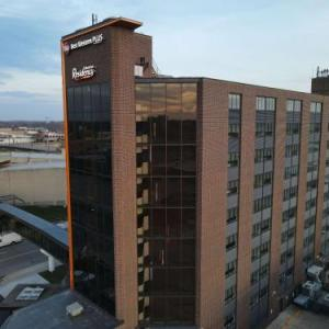 Hotels near National Cattle Congress - Ramada Waterloo Hotel And Convention Center