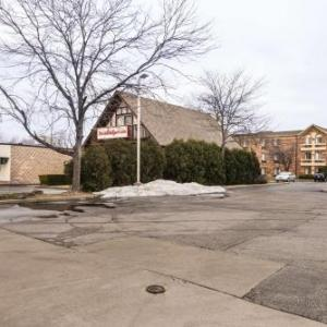Austin's Saloon and Eatery Hotels - Motel 6 Libertyville