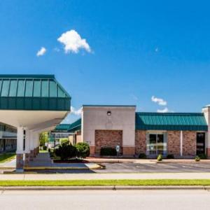 Hotels near NIU Convocation Center - Red Roof Inn & Suites -Dekalb