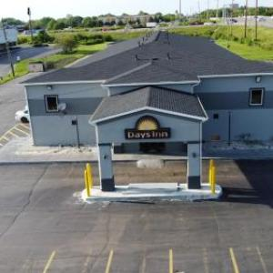 Hotels near Warren Performing Arts Center - Days Inn- Indianapolis