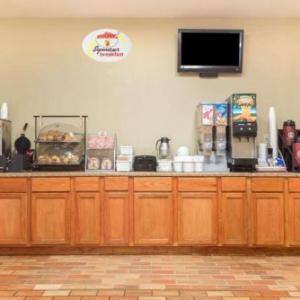 Hotels near Dayton Air Show Grounds - Super 8 Vandalia/Dayton International Airport