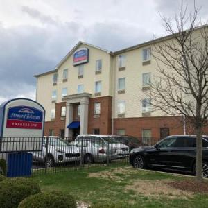 Hotels near Zanzabar Louisville - Howard Johnson Express Inn/Airport