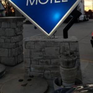 Tony's Pizza Events Center Hotels - Best Inn Motel Salina