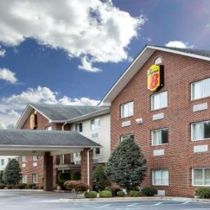 V Club Huntington Hotels - Super 8 by Wyndham Huntington WV