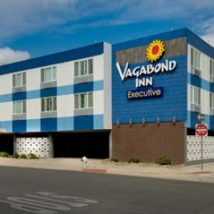 Hotels near Jerry's Pizza and Pub - Vagabond Inn Executive Bakersfield Downtowner