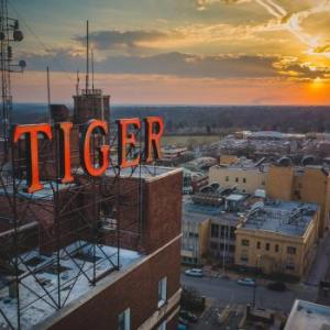 Hotels near Mizzou Aquatics Center - The Tiger Hotel