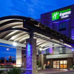 Holiday Inn Express & Suites Rochester West - Medical Center