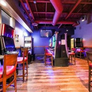 Hotels near Bell MTS Iceplex - Howard Johnson by Wyndham Winnipeg West