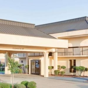 Hotels near Warfield Point Park - Days Inn Greenville Ms