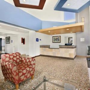 Howard Johnson Hotel & Suites By Wyndham Tacoma