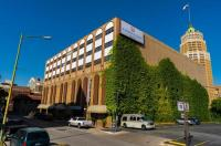 Riverwalk Plaza Hotel And Suites