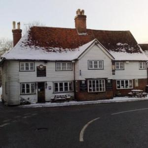 Hotels near Headcorn Aerodrome - The Chequers Inn