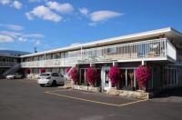 Plaza Motel Image
