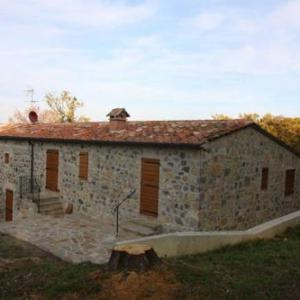 Book Now Casetta Di Ugolino (Radicofani, Italy). Rooms Available for all budgets. Situated in Radicofani Casetta Di Ugolino offers a garden and barbecue. Saturnia is 35 km away. Free private parking is available on site.All units feature a satellite flat-sc