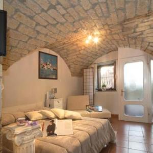 Book Now Monolocale Il Nido (Cuglieri, Italy). Rooms Available for all budgets. Monolocale Il Nido offers accommodation in Cuglieri 46 km from Alghero. The unit is 32 km from Oristano. Free WiFi is offered .There is a seating area a dining area and a kitc