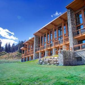 Lake Louise Ski Area Hotels - Sunshine Mountain Lodge