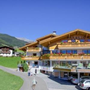 Book Now Wanderhotel Talblick (San Giacomo, Italy). Rooms Available for all budgets. Offering a sun terrace and views of the mountain Wanderhotel Talblick is situated in San Giacomo in the Trentino Alto Adige Region 21 km from Mayrhofen. The hotel has a ski pa