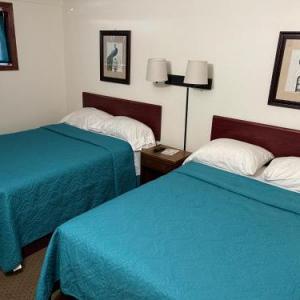 Hotels near Fairmont Opera House - Highland Court Motel