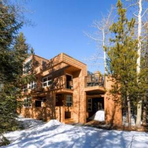 Book Now Cabin Creek Townhome by Colorado Rocky Mountain Resorts (Frisco, United States). Rooms Available for all budgets. Featuring a hot tub Cabin Creek Townhome by Colorado Rocky Mountain Resorts is located in Frisco. Free WiFi access is available. Frisco Bay Marina is 5 minutes' drive from the