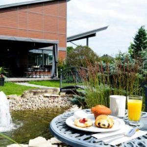 Hotels near Centre D'Excellence Sports Rousseau - Le Fabreville Motel & Suites