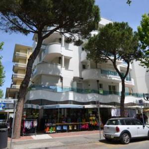 Book Now Casa Ale (Rimini, Italy). Rooms Available for all budgets. Casa Ale is an apartment located in Rimini 600 metres from Rimini/Miramare. The unit is 1 km from Fiabilandia. Free WiFi is featured throughout the property.A TV is provided.