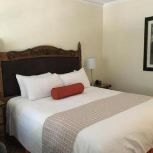 Hotels near Santa Barbara City College - The Eagle Inn