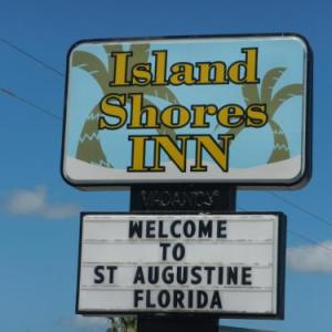 Book Now Island Shores Inn (Saint Augustine, United States). Rooms Available for all budgets. Island Shores Inn is located in St. Augustine 700 metres from St Augustine Lighthouse and Museum. Free WiFi is featured and free private parking is available on site.Every roo