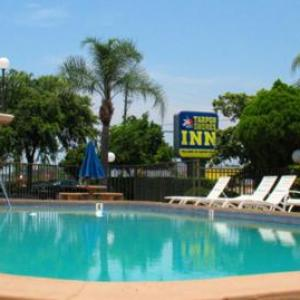 Book Now Tarpon Shores Inn (Tarpon Springs, United States). Rooms Available for all budgets. Situated in Tarpon Springs 18 km from Clearwater Beach Tarpon Shores Inn features an outdoor pool and free WiFi.Every room at this motel is air conditioned and equipped with a