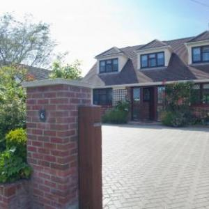 Hotels near Charisworth Farm - Twiga House Bed and Breakfast