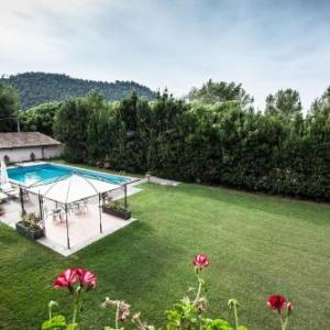 Book Now Villa Meonia (Bomarzo, Italy). Rooms Available for all budgets. Offering an outdoor pool and free bikes Villa Meonia is located in Bomarzo. It has rooms with garden views.Rooms come with an electric kettle and flat-screen TV. Most have a p