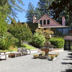 Hotels near Armstrong Redwoods Visitor Center - Applewood Inn