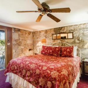 Shady Oaks Country Inn B&b