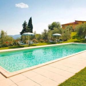 Book Now Podere Casarotta (Loro Ciuffenna, Italy). Rooms Available for all budgets. Offering a garden and seasonal outdoor pool Podere Casarotta is located in Loro Ciuffenna 45 km from Florence centre. Siena is 63 km from the property. Free WiFi is featured a