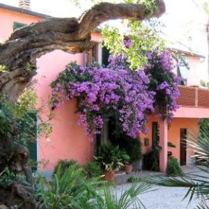 Book Now Villa Quintavalle (Magazzini, Italy). Rooms Available for all budgets. Situated in Magazzini in the Elba Region 5 km from Portoferraio Port Villa Quintavalle features a barbecue and views of the garden. Free private parking is available on site.A