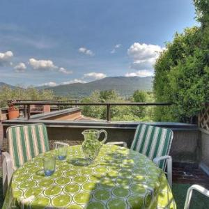 Book Now Appartamento Lago Varese (Besozzo, Italy). Rooms Available for all budgets. Set in Besozzo this holiday home is 28 km from Lugano. The unit is 31 km from Como and guests benefit from free WiFi and private parking available on site.The kitchenette has
