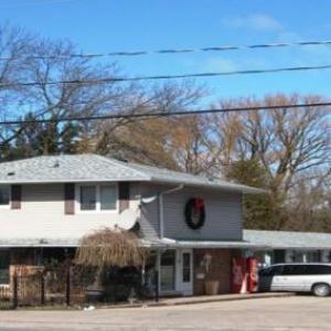 Canadiana Inn