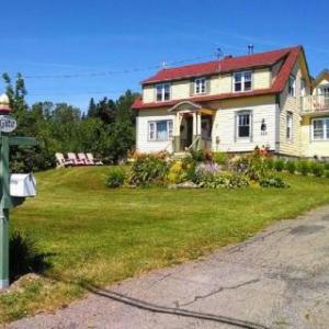 Book Now Gite Le Meilleur des 2 Mondes Bed and Breakfast (Gaspé, Canada). Rooms Available for all budgets. Located in Gaspé 3.4 km from Gaspésie Museum Gite Le Meilleur des 2 Mondes Bed and Breakfast features a barbecue and sun terrace. Free WiFi is offered throughout the pro