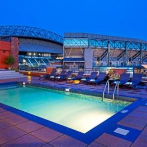 Hotels near WaMu Theater - Silver Cloud Hotel - Seattle Stadium