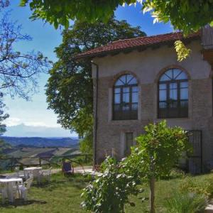 Book Now Casa Branzele (Trezzo Tinella, Italy). Rooms Available for all budgets. Surrounded by vineyards Casa Branzele is a stone villa offering a panoramic view of the Piedmont countryside. Set a 10-minute drive from Alba it offers a healthy breakfast wit