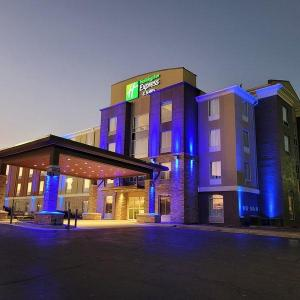 Rick's Cafe Starkville Hotels - Holiday Inn Express Hotel & Suites Starkville