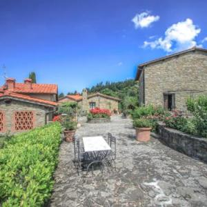 Book Now Locazione Turistica La Capraia.1 (La Lama, Italy). Rooms Available for all budgets. La Capraia antique medioval hamlet is situated in a very good position which overlooks the Arno valley. The characteristic little squares of the hamlet have been renovated rev